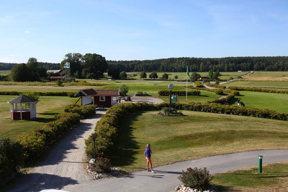 Medlemskommittén hade arrangerat denna medlemsresa till en spännande och fin bana på Ekerö - Mälarö Skytteholms GK.