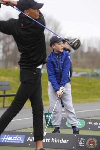 En junior blir förebild för en knatte!