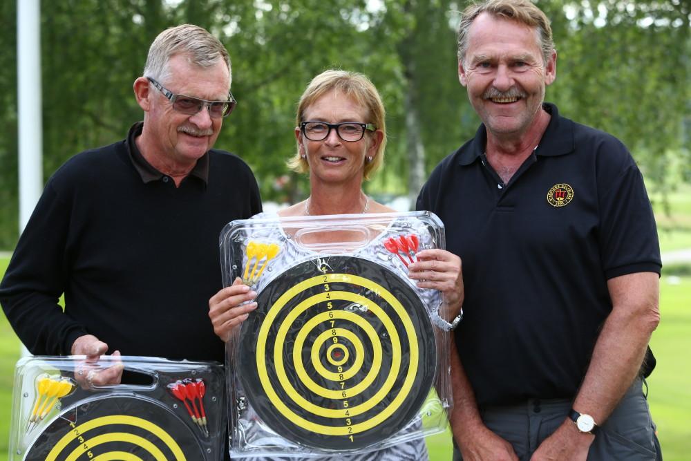 Närmast hål på 13 - tre klasser. A Leif Persson, C Yvette Alkelind och B Tomas Eriksson