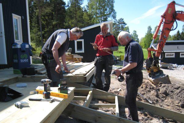 IMG_2442  Hakan, Magnus, Bosse bygger trapp
