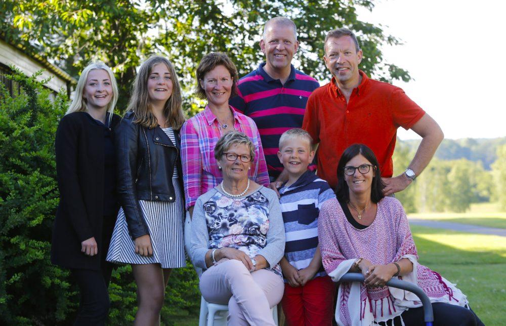 2016- års familjebild tagen efter tävlingen av fotograf Tomas Kihlman.
