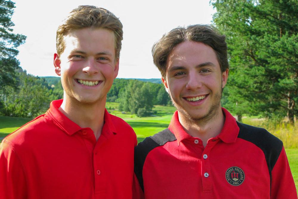 Två glada spelare